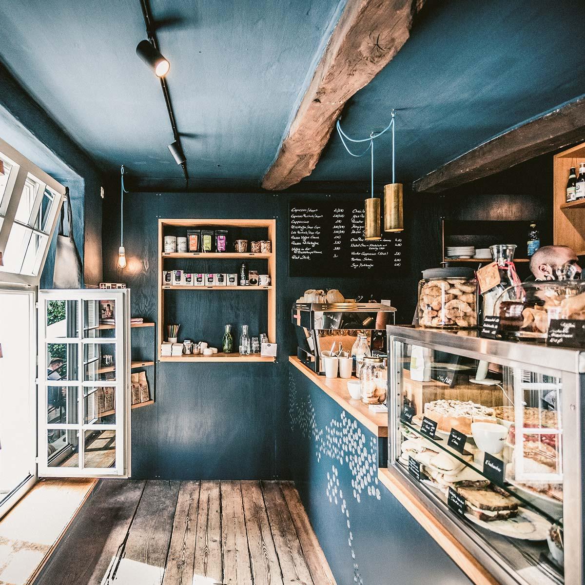 roestbar-zuhause-kaffeehäuser-theater-detail1